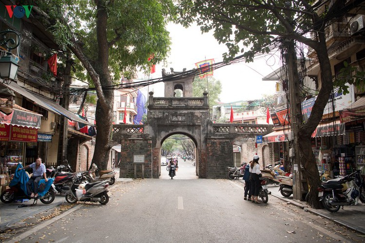 hanoi streets left deserted after business closures hinh 5