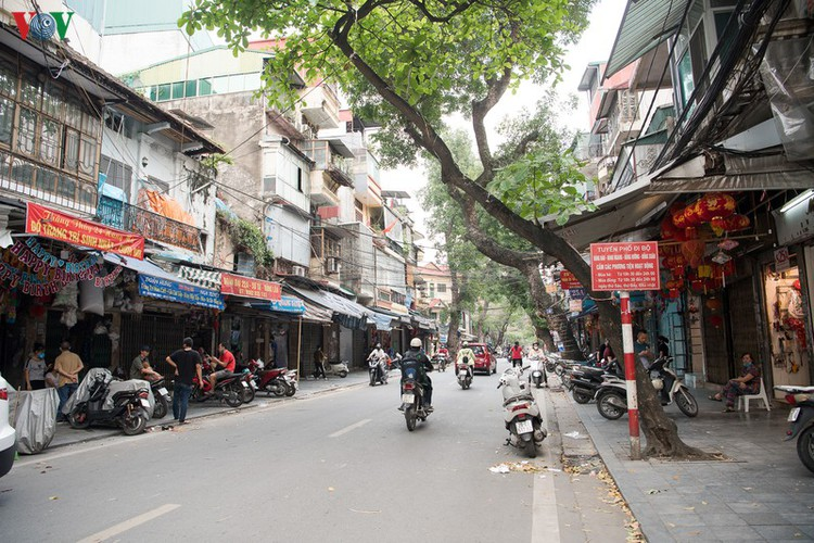 hanoi streets left deserted after business closures hinh 6