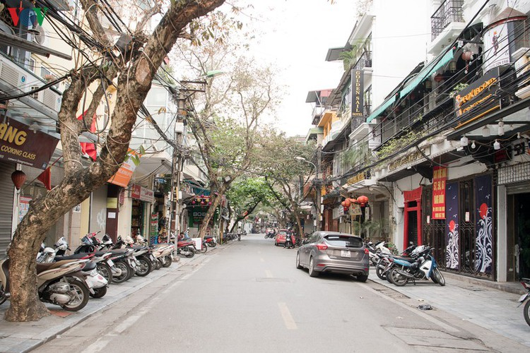 hanoi streets left deserted after business closures hinh 7