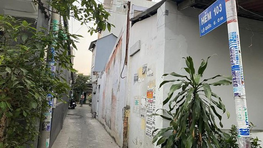 streets fall quiet in hcm city as businesses close hinh 6