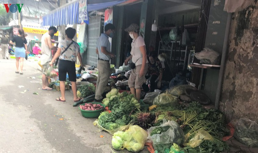 stores stock abundant supply of goods as covid-19 fight ramps up hinh 4