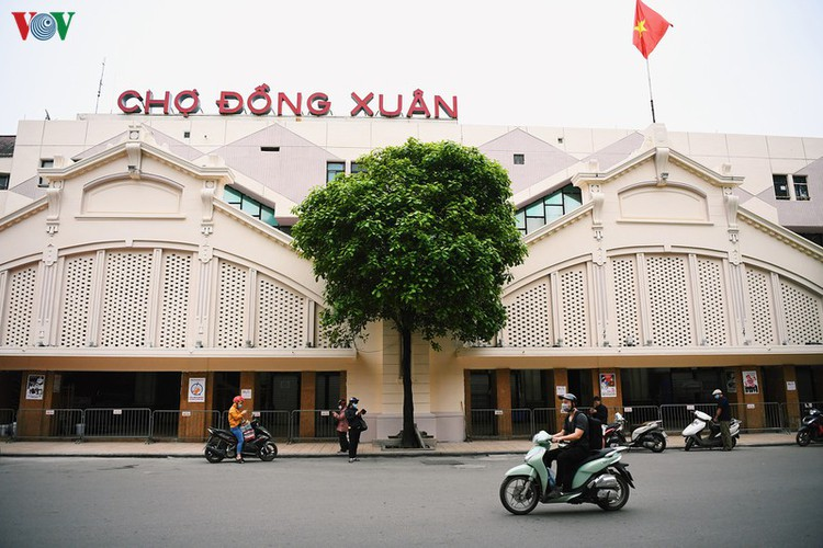 hanoi streets fall silent ahead of official closure of businesses hinh 11