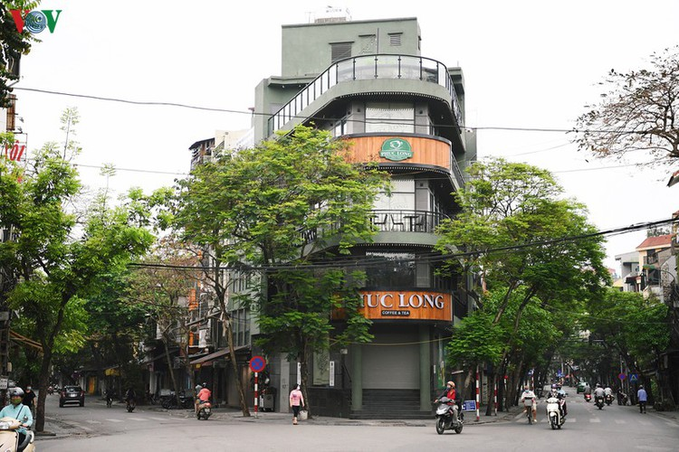 hanoi streets fall silent ahead of official closure of businesses hinh 12