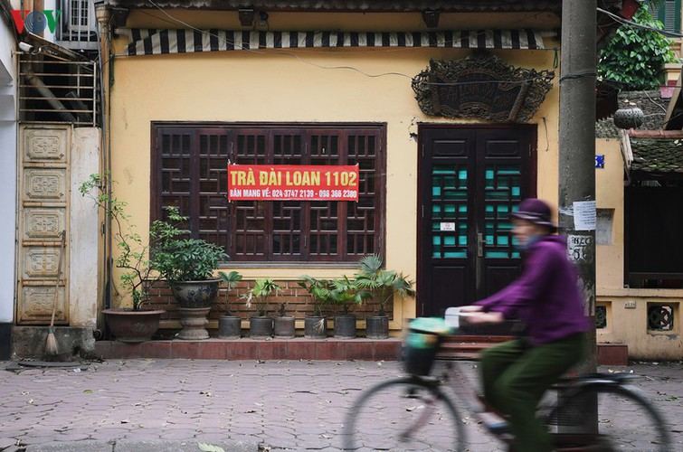 hanoi streets fall silent ahead of official closure of businesses hinh 13