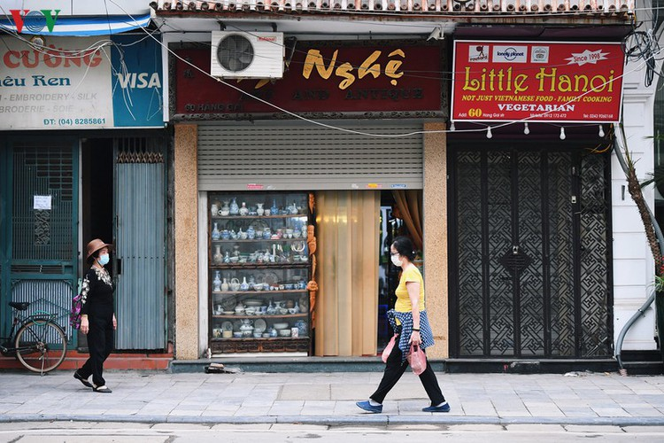 hanoi streets fall silent ahead of official closure of businesses hinh 1