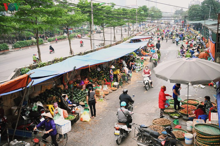 hanoi streets fall silent ahead of official closure of businesses hinh 18