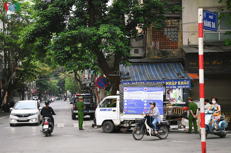 hanoi streets fall silent ahead of official closure of businesses hinh 5