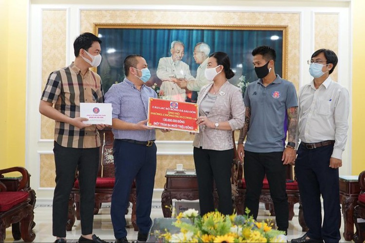 national football stars donate to fight covid-19 hinh 3
