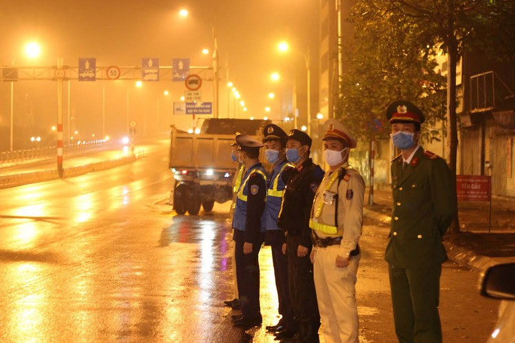 hanoi sets up checkpoints at city entrances to control covid-19 hinh 3