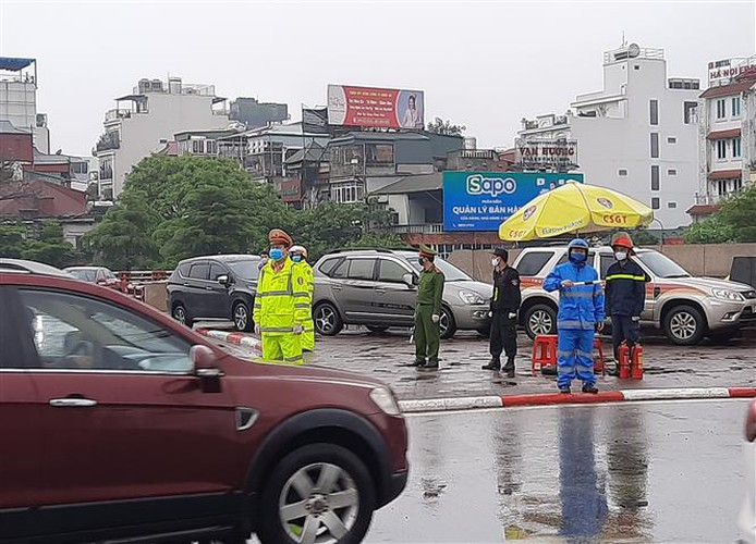 hanoi sets up checkpoints at city entrances to control covid-19 hinh 9