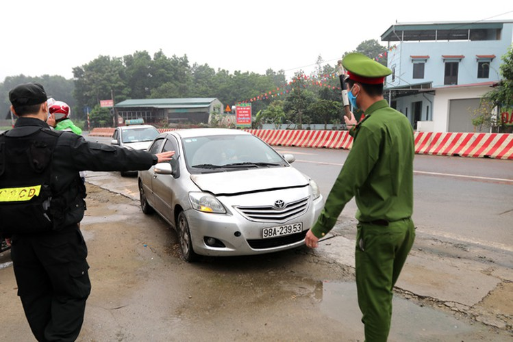 hanoi sets up checkpoints at city entrances to control covid-19 hinh 10