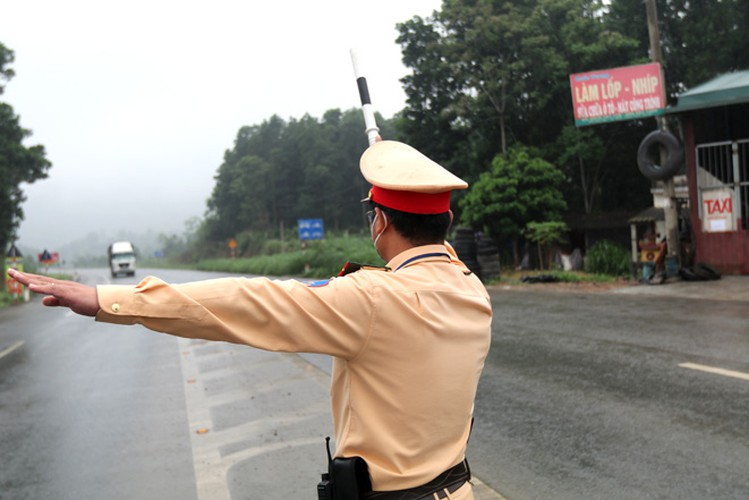 hanoi sets up checkpoints at city entrances to control covid-19 hinh 11