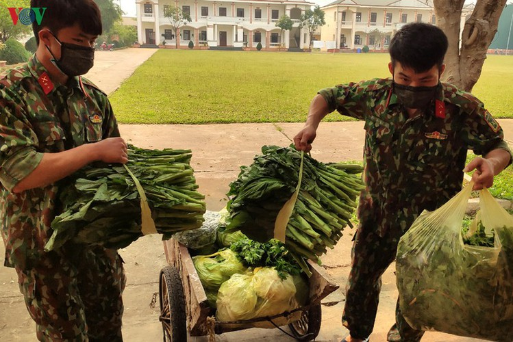 soldiers rise to challenge of caring for people in quarantine hinh 2