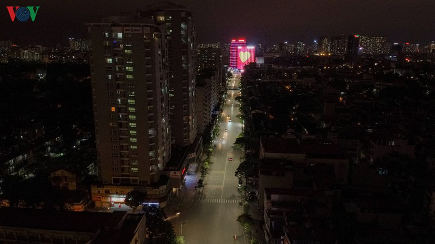 streets of hanoi fall silent as they sparkle at night hinh 10