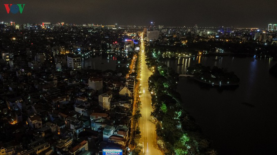 streets of hanoi fall silent as they sparkle at night hinh 9