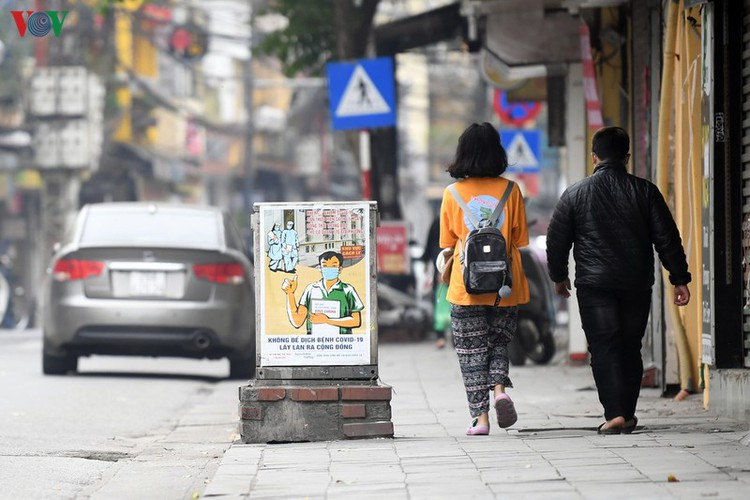 streets of hanoi filled with informative messages to aid fight against covid-19 hinh 10