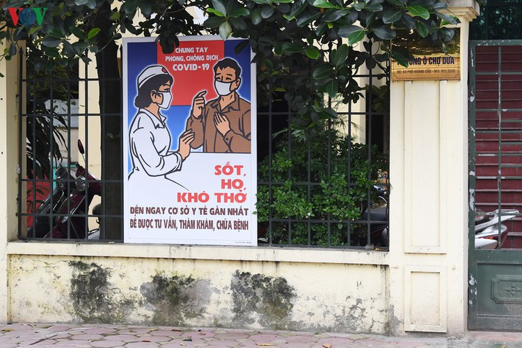 streets of hanoi filled with informative messages to aid fight against covid-19 hinh 14