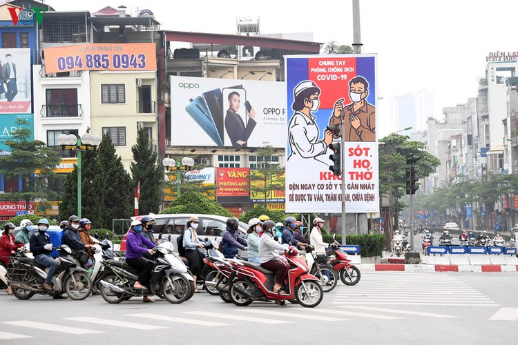 streets of hanoi filled with informative messages to aid fight against covid-19 hinh 3