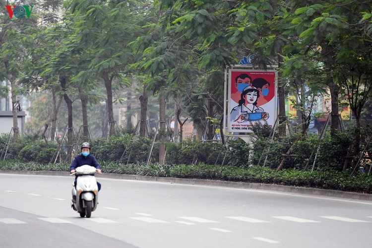 streets of hanoi filled with informative messages to aid fight against covid-19 hinh 4