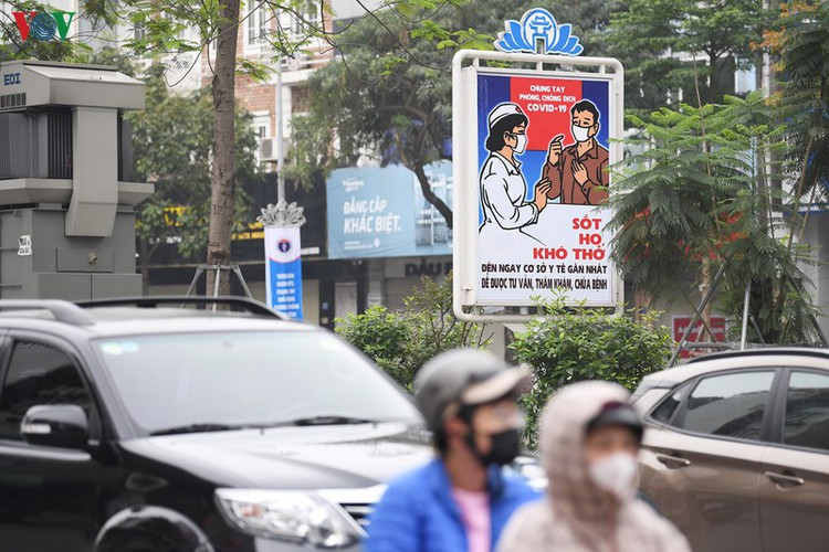 streets of hanoi filled with informative messages to aid fight against covid-19 hinh 8