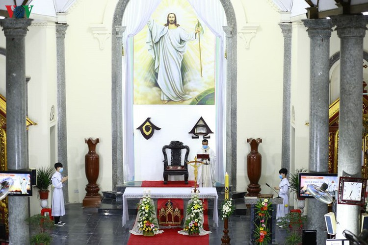 hanoi churches sit empty amid easter day celebrations hinh 10