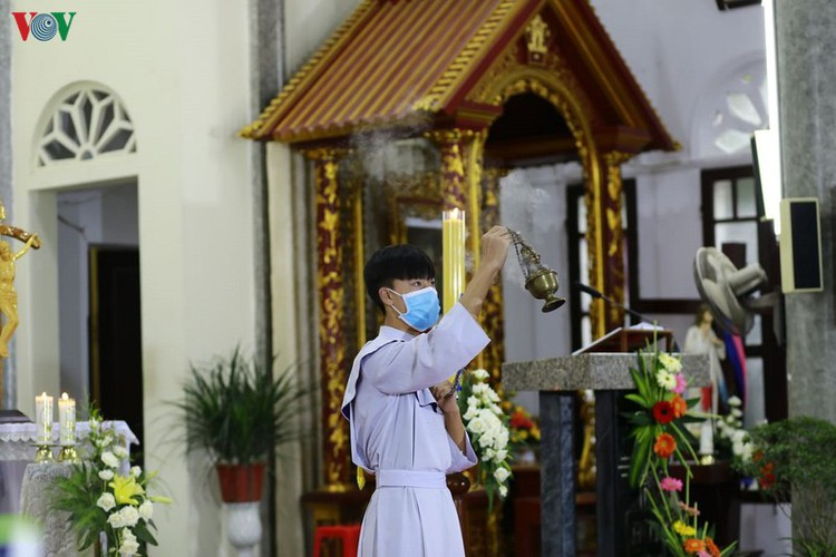 hanoi churches sit empty amid easter day celebrations hinh 11
