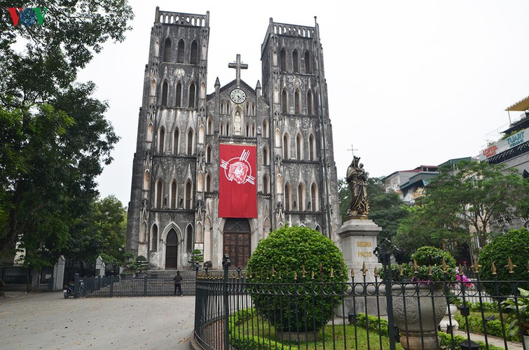hanoi churches sit empty amid easter day celebrations hinh 1