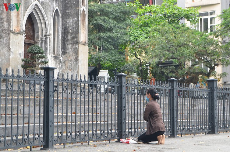 hanoi churches sit empty amid easter day celebrations hinh 3
