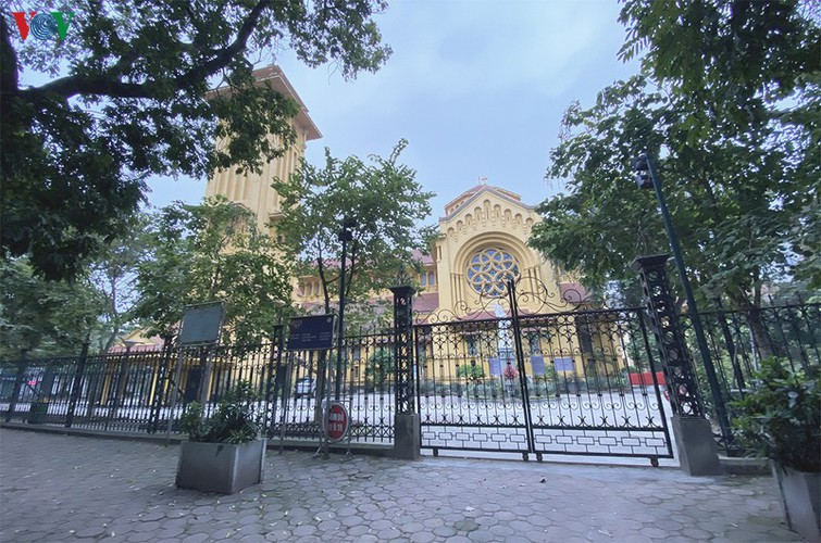 hanoi churches sit empty amid easter day celebrations hinh 4