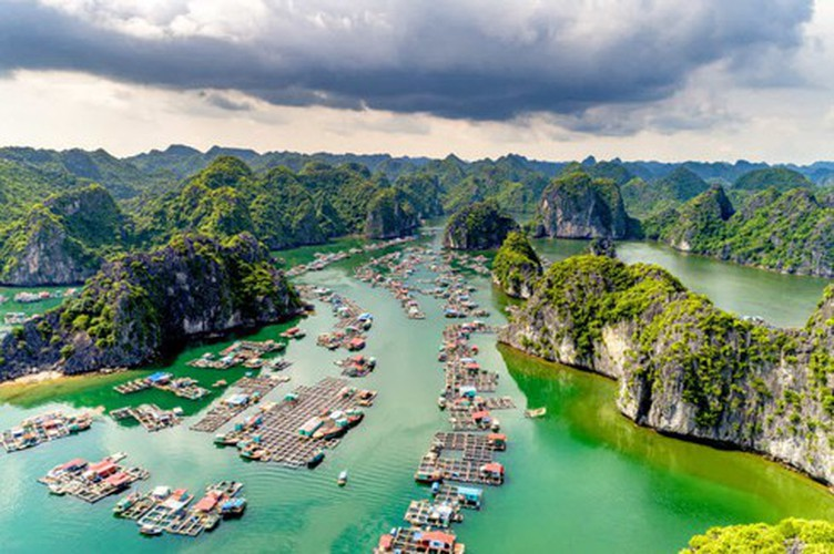vietnamese settlement listed among global incredible floating villages hinh 1