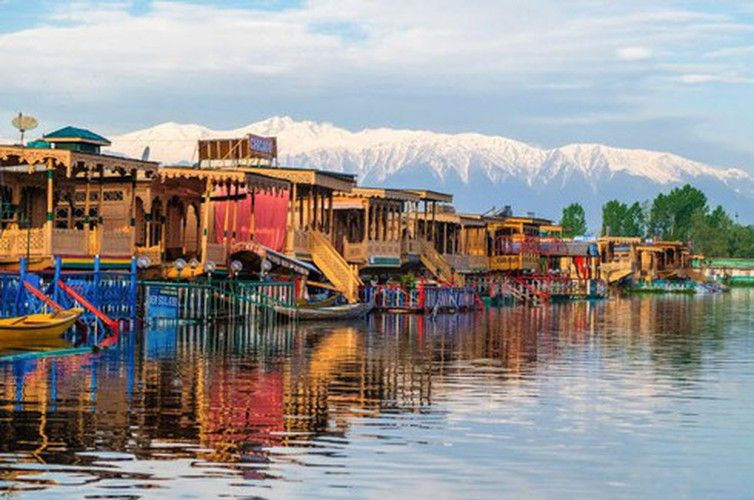 vietnamese settlement listed among global incredible floating villages hinh 3