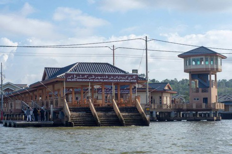 vietnamese settlement listed among global incredible floating villages hinh 8