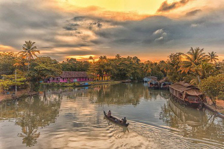 vietnamese settlement listed among global incredible floating villages hinh 9