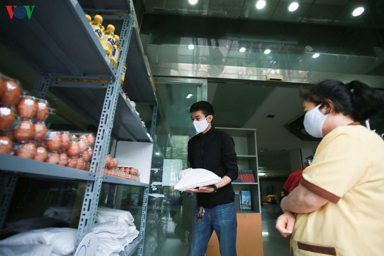 vnd0 happy supermarket provides support to underprivileged people hinh 10