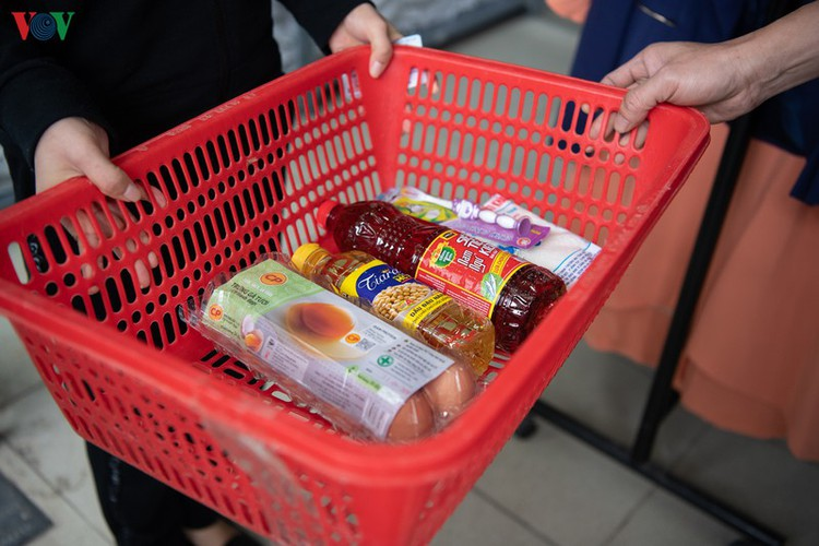 vnd0 happy supermarket provides support to underprivileged people hinh 11
