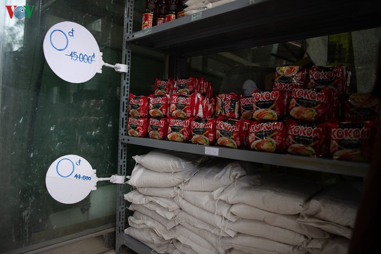 vnd0 happy supermarket provides support to underprivileged people hinh 4