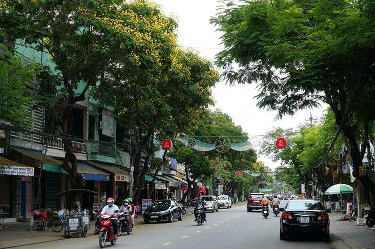 streets bustling once more in low-risk localities hinh 5