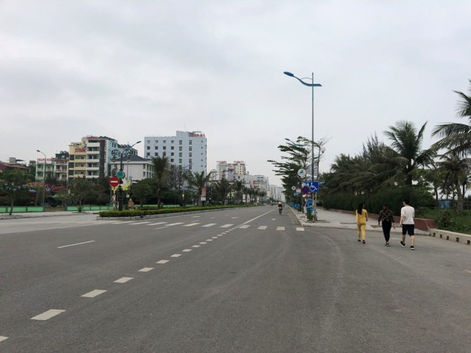 streets bustling once more in low-risk localities hinh 13