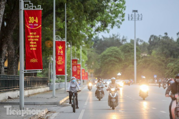 hanoi receives decorative makeover ahead of national holidays hinh 1