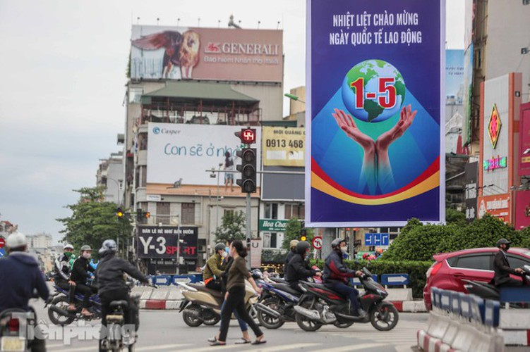 hanoi receives decorative makeover ahead of national holidays hinh 4
