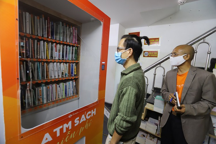 free book atm machine makes debut in hanoi hinh 12