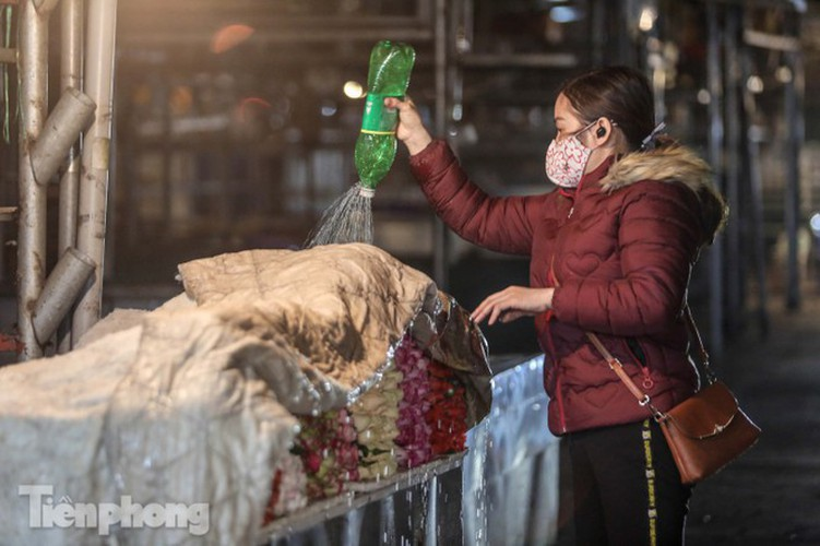 covid-19: post-restriction night markets open again in hanoi hinh 11