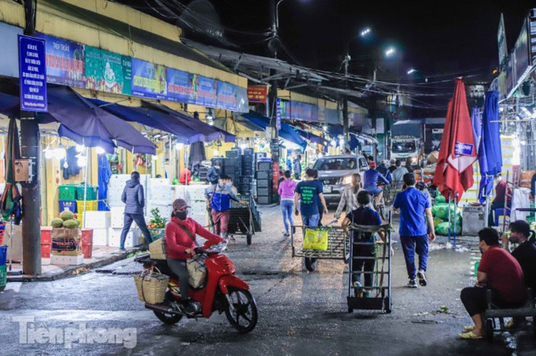 covid-19: post-restriction night markets open again in hanoi hinh 2