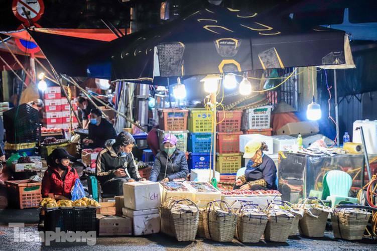 covid-19: post-restriction night markets open again in hanoi hinh 3