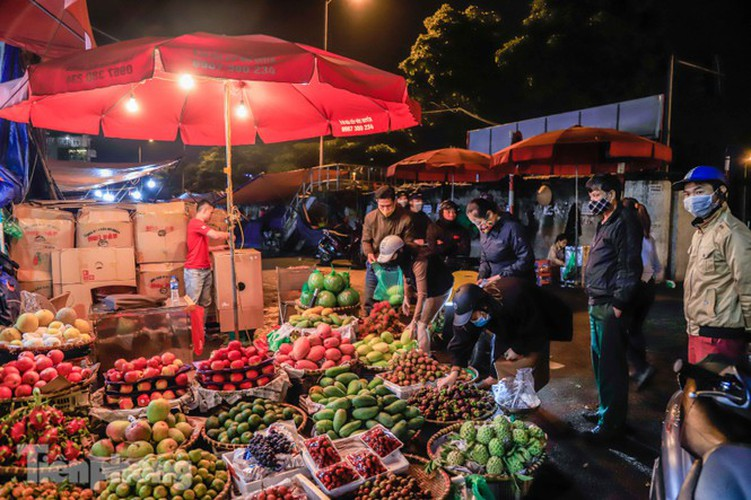 covid-19: post-restriction night markets open again in hanoi hinh 6