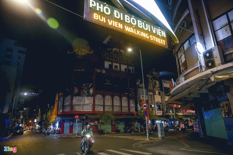 bui vien walking street remains deserted after re-opening hinh 2