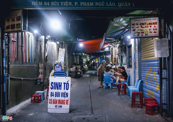 bui vien walking street remains deserted after re-opening hinh 7