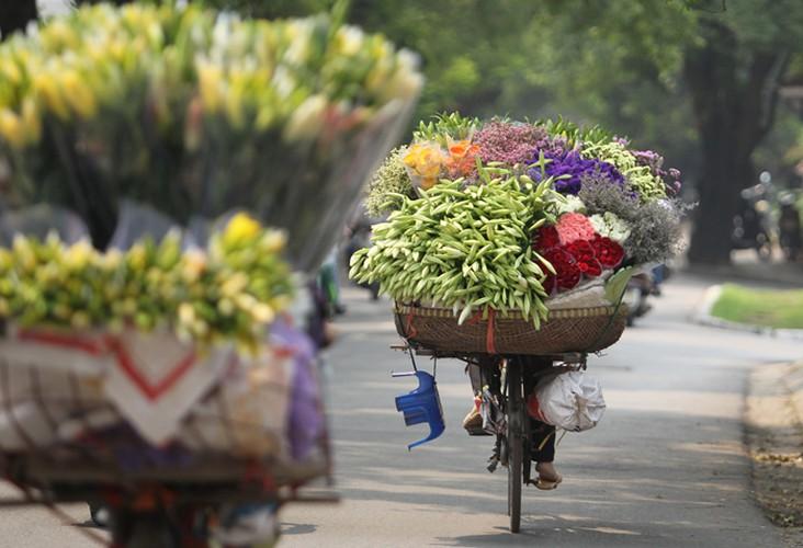 eight interesting things to experience around hanoi hinh 1