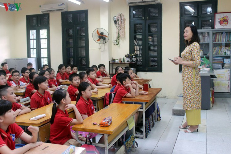 kindergarten, primary school pupils head back to school in hanoi hinh 8