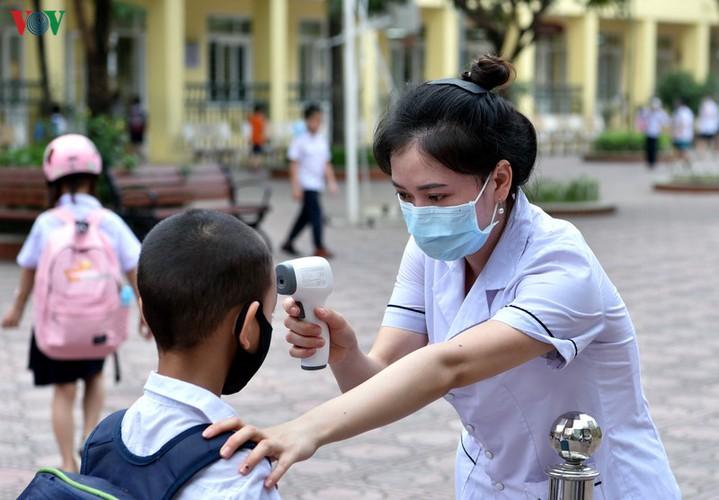 kindergarten, primary school pupils head back to school in hanoi hinh 13